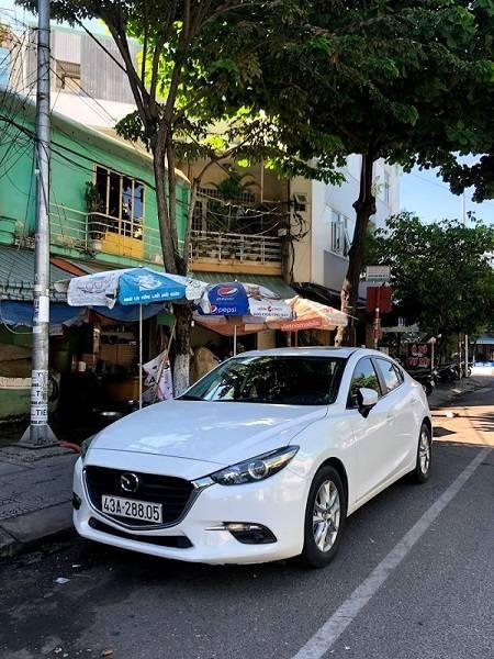 Thuê xe Mazda 3 màu trắng tự lái