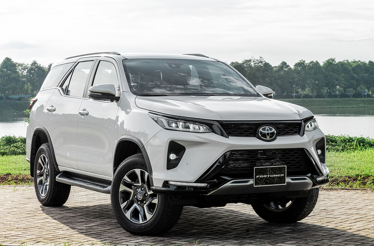 Toyota-Fortuner-xe-du-lich-fortuner-7-cho-gia-re (1)